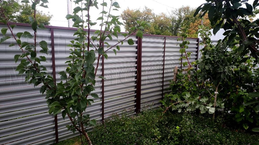 Забор-жалюзи в цвете Шоколад RAL 8017 от Центра Металлокровли
