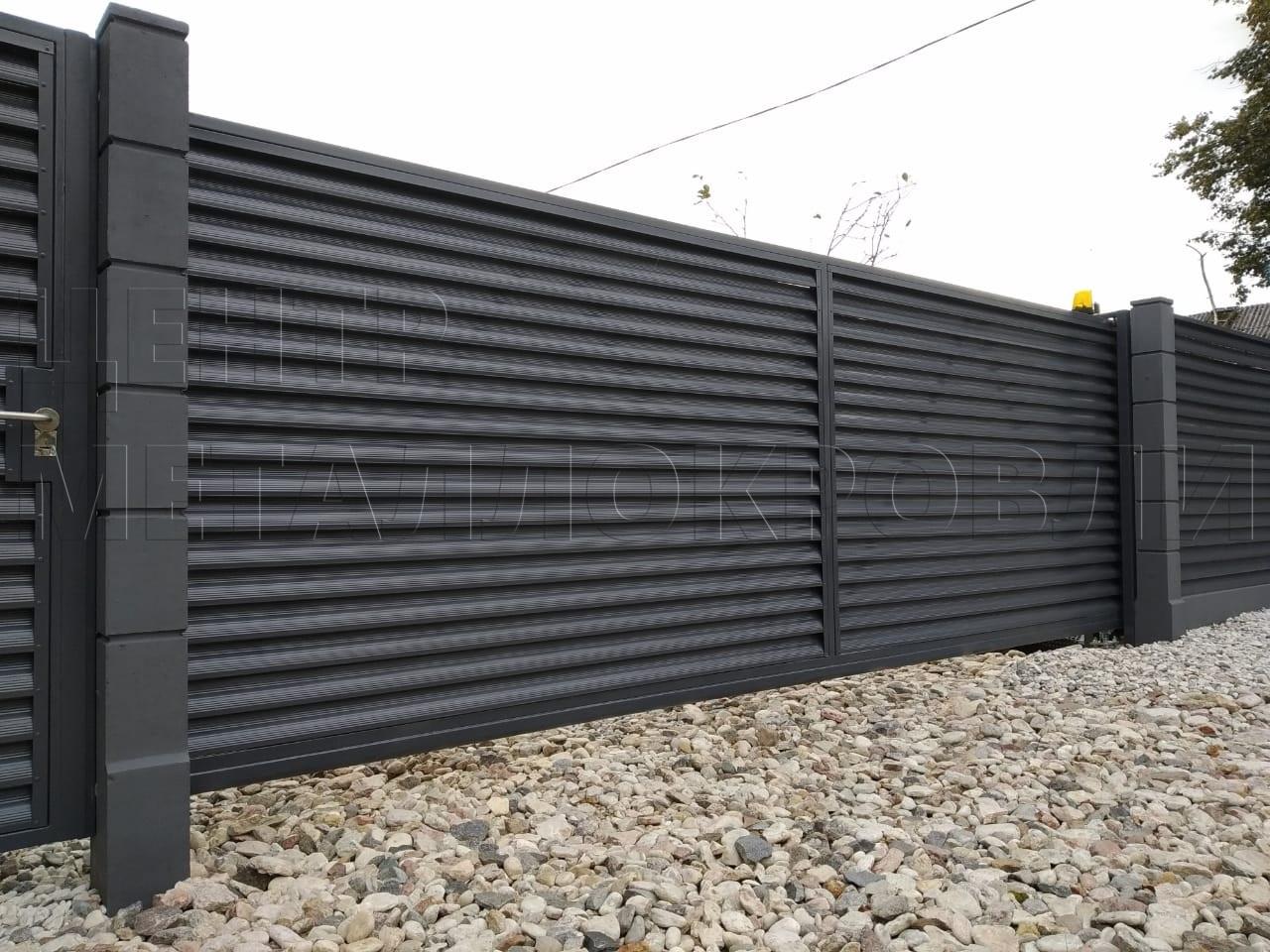 Забор-жалюзи из ламелей Еврожалюзи в цвете Серый графит