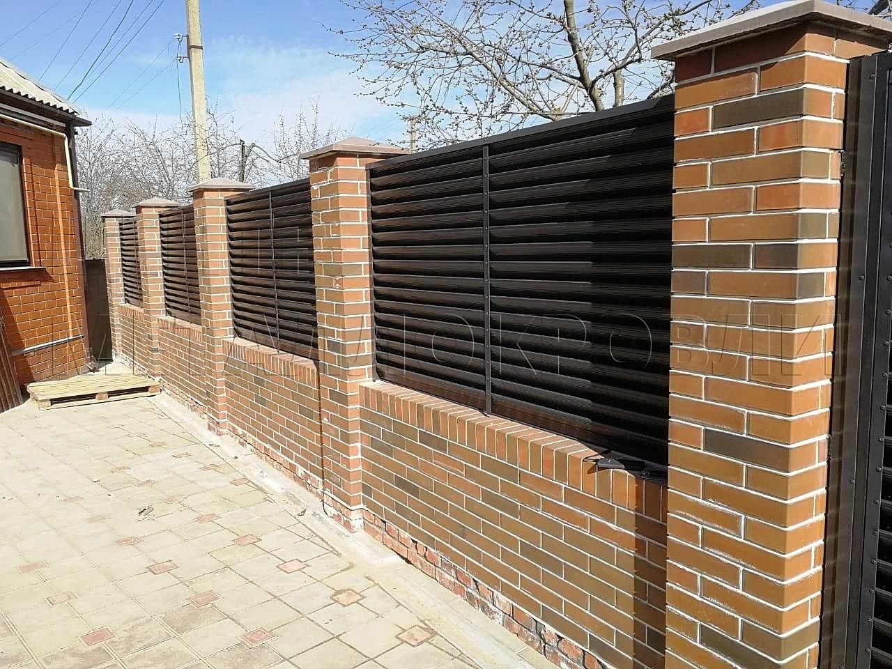 Весенний забор — жалюзи цвета «Серый графит» в Новороссийске