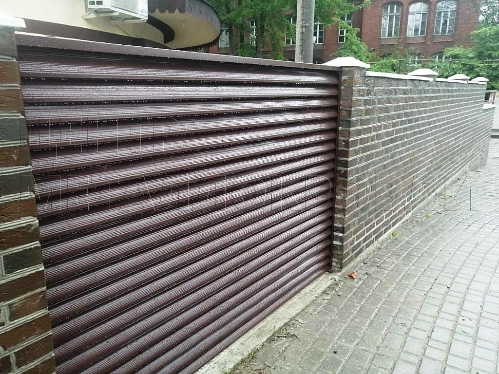 Комбинированный забор из евроштакетника и еврожалюзи в Калининграде-4